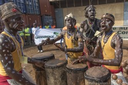 The Esperanza joins the Greenpeace Africa campaign in the DRC to save the Congo Basin forest(3).jpg